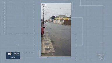 Chuvas fortes alagam cidades da Baixada Santista - São Vicente foi uma das cidades mais atingidas, internautas filmaram a situação de alagamento de diversas ruas da região.