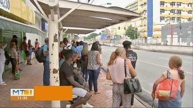 Passageiros reclamam da demora das linhas de ônibus, na Capital - Passageiros reclamam da demora das linhas de ônibus, na Capital.