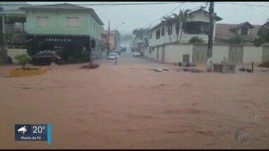 Chuva causa alagamento em ruas de Poço Fundo (MG) - Chuva causa alagamento em ruas de Poço Fundo (MG)