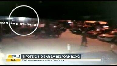 Tiroteio em bar de Belford Roxo deixa dois mortos e um ferido - Um homem estava jogando cartas em frente ao bar com outras três pessoas. Dois suspeitos numa moto chegaram e abriram fogo contra uma das vítimas.