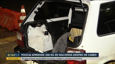 Polícia apreende quase 200 kg e maconha dentro de carro na BR-277 - Um homem e uma garota de 16 anos estavam no carro.
