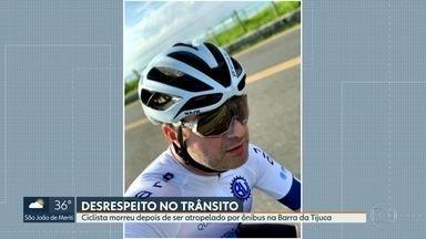Atropelamento na Barra deixa ciclista morto - Segundo amigos da vítima, ônibus fechou o ciclista Arthur Sales que treinava com um grupo de amigos
