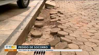 Crateras em ruas incomodam moradores de Colatina, ES - Crateras em ruas incomodam moradores de Colatina, ES
