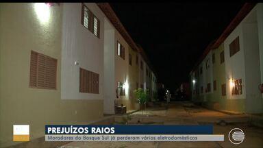 Moradores do Bosque Sul já perderam vários eletrodomésticos com raios - Moradores do Bosque Sul já perderam vários eletrodomésticos com raios