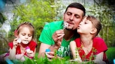 Confira trecho de crônica de Fabrício Carpinejar sobre família - Confira trecho de crônica de Fabrício Carpinejar sobre família
