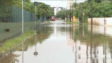 Fenômeno da superlua causou maré alta que alagou bairros em São Luís - Fenômeno causou aumento da maré mais que o normal e muitos bairros ficaram alagados na noite de quarta-feira (20).