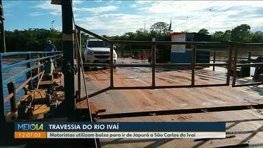 Falta de ponte obriga moradores a usarem balsa - Motoristas utilizam balsa para ir de Japurá a São Carlos do Ivaí.