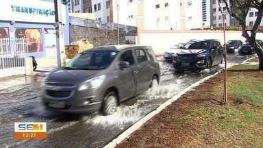 Maré alta provoca alagamento de ruas do Bairro Treze de Julho - Maré alta provoca alagamento de ruas do Bairro Treze de Julho.