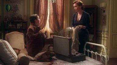 Piedade decide levar Henrique para ficar com Maristela - A mãe de Julia encontra a passagem de Maristela e se surpreende ao saber que ela está abrigada na casa do Marquês de Torga