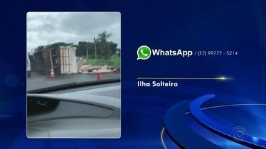 Caminhoneiro fica ferido ao tombar carreta em rodovia de Ilha Solteira - Um caminhoneiro de 33 anos ficou ferido após a carreta que ele dirigia tombar na Rodovia Feliciano Salles Cunha, em Ilha Solteira (SP), na manhã desta quinta-feira (21).