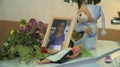 Um ano após morte da menina Naiara, rotina de alunos é alterada em Caxias do Sul - Criança de 7 anos foi estuprada e morta após ser raptada enquanto ia para a escola.