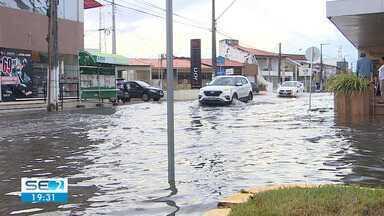 Maré alta causou alagamentos em Aracaju - Bairro Treze de julho, na Zona Sul da capital, foi uns dos que mais sofreu.
