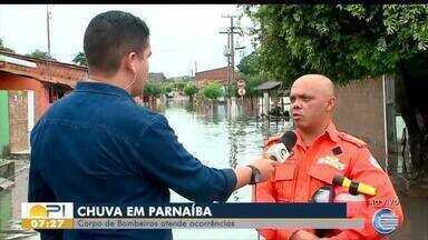 Corpo de Bombeiros atende ocorrências após fortes chuvas em Parnaíba - Corpo de Bombeiros atende ocorrências após fortes chuvas em Parnaíba