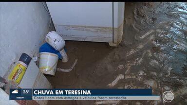 Água das chuvas invade casas e arrasta carros em Teresina - Água das chuvas invade casas e arrasta carros em Teresina