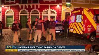 Homem é morto no Largo da Ordem - Ponto tradicional do Centro Histórico de Curitiba estava lotado na hora do crime.