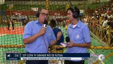 Veja a movimentação na Quadra do Sesc na abertura da Copa TV Grande Rio de Futsal - Erinaldo Santos e Kris de Lima estão por dentro de tudo que rola nesta edição.