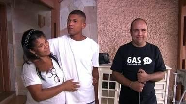 Mãe reencontra filho desaparecido após vê-lo em reportagem do Fantástico - Railda Cabral viu o filho Daniel em reportagem que foi exibida em dezembro do ano passado. O jovem apareceu morando na rua, no centro de São Paulo.