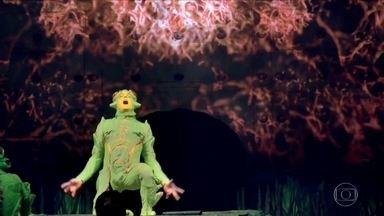 Veja número com 'grilos' acrobatas de Ovo, espetáculo do Cirque du Soleil - Espetáculo está em cartaz no Brasil. Neste número, os acrobatas da companhia usam paredão de escalada e camas elásticas.