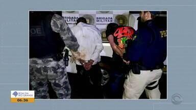 Dois homens são presos com 39 quilos de maconha em Passo Fundo - Apreensão aconteceu durante operação de fiscalização da polícia.