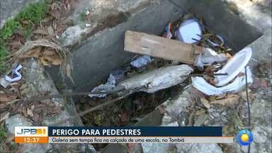 Buraco na calçada traz riscos para pedestre em João Pessoa - Buraco fica em uma calçada no bairro de Tambiá.