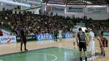 Bauru Basket vence o Joinville pelo NBB - Jogando em casa, o time bauruense conquistou a terceira vitória seguida no nacional de basquete ao vencer o Joinville por 84 a 76. O resultado rebaixou o time catarinense.