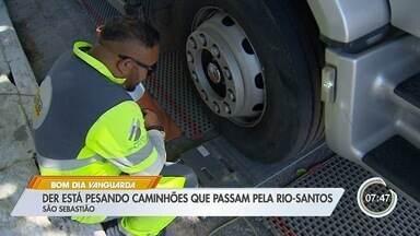 DER inicia operação para limitar passagem de caminhões em trecho na Rio-Santos - Local passa por obras na Praia da Enseada.