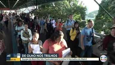 Fila nas catracas da estação Penha do Metrô incomodam passageiros - Telespectadora relatou problema pelas redes sociais.