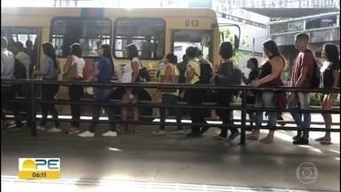 MPPE tem mais de 90 processos contra empresas de ônibus no Grande Recife - Reclamações são sobre superlotação, calor, atraso nas viagens e ônibus quebrados.