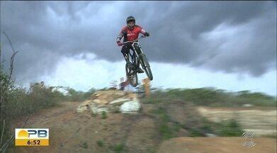 Grupo de Campina Grande se desdobra para praticar o downhill - Ciclistas se unem para construir uma pista para os treinos e se dedicam ao esporte