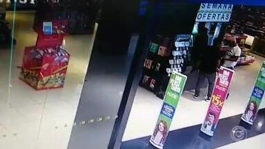 Colombiano é preso suspeito de participar de furto em livraria de shopping em Sorocaba - Um colombiano foi preso em flagrante suspeito de ter participado de um furto de celulares, na tarde desta segunda-feira (25), em uma livraria localizada dentro de um shopping no bairro Campolim, em Sorocaba (SP).