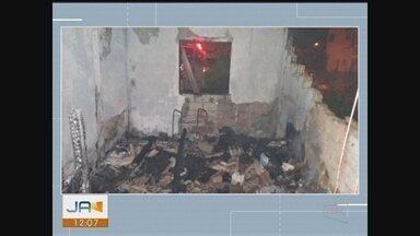 Idosa de 81 anos morre após incêndio atingir duas casas no Sul de SC - Idosa de 81 anos morre após incêndio atingir duas casas no Sul de SC