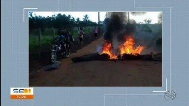 Estudantes de Riachão do Dantas realizam protesto por falta de transporte escolar - Os estudantes estão sem aula por causa disso.
