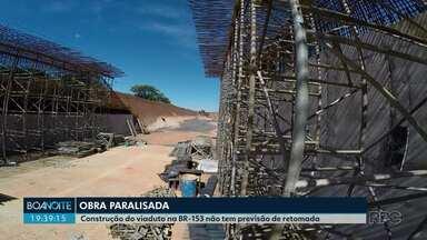 Obra parada de um viaduto na BR-153 preocupa moradores da região - Construção fica na entrada de Santo Antônio da Platina e não tem previsão para ser retomada.