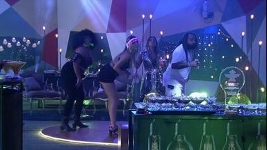 Rízia, Paula, Gabriela e Rodrigo fazem coreografia na Festa Luz - Brothers dançam