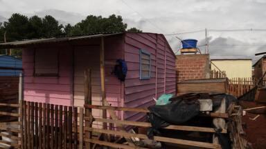 Voluntários constroem casas para população carente em Curitiba - 'Casa' é uma das palavras mais lembradas no aniversário de Curitiba