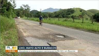 Moradores e turistas reclamam das más condições da RJ-161, em Resende - Estrada dá acesso à localidade de Vargem Grande e é alternativa para Visconde de Mauá.