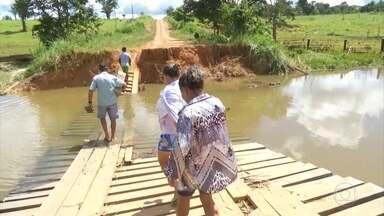 Após rompimento de barragens em Rondônia, 350 pessoas seguem isoladas - Dois dias depois do rompimento de duas barragens em Rondônia, muitas famílias ainda estão isoladas no distrito de Oriente Novo. A enxurrada levou muitas pontes. O MP abriu inquérito para apurar a responsabilidade sobre o rompimento das barragens.