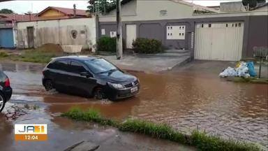 Moradores ficam ilhados na quadra 305 Norte em época de chuva na capital - Moradores ficam ilhados na quadra 305 Norte em época de chuva na capital