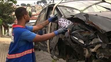 Aumenta o número de pedidos de remoção de carros abandonados em São Paulo - A media é de quase cem reclamações por dia.