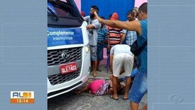 Mulher é atropelada em Marechal Deodoro - Acidente ocorreu na manhã desta segunda-feira (1).