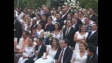 Cerimônia de casamento coletivo promove a união de 40 casais em Santiago - O evento foi uma parceria entre diversas entidades e empresas da cidade.