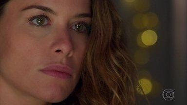 Isabel pensa em uma maneira de separar Cris e Alain - Ela não se conforma por Cris ter conseguido voltar do passado