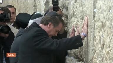 Jair Bolsonaro visita Muro das Lamentações durante viagem à Israel - A visita do presidente à Israel entra no terceiro dia. Na manhã desta terça-feira (2), ele tem encontros com empresários e à tarde visita uma exposição sobre o holocausto.