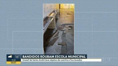 Bandidos roubam escola municipal - Emeief de Santo André teve objetos de cozinha e fios levados