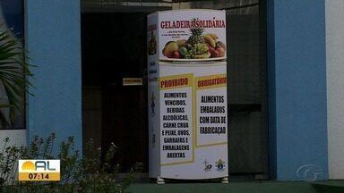 Projeto Geladeira Solidária é implantado em Maceió - Projeto é foi iniciado por representantes do Santuário Arquidiocesano da Virgem dos Pobres com objetivo de proporcionar alimentação a pessoas carentes.