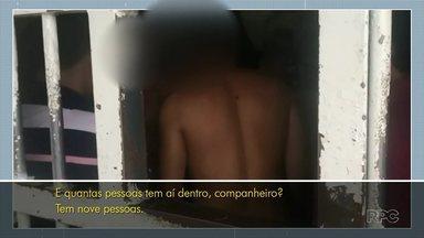 Presos da região dos Campos Gerais enfrentam superlotação e estruturas precárias - Em Piraí do Sul, por exemplo, eles convivem, todos os dias, com a possibilidade de a caixa d'água cair sobre eles.