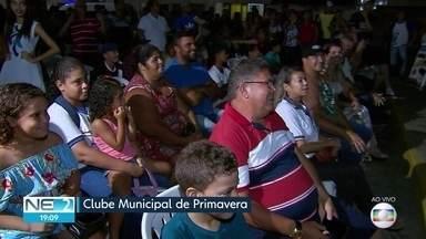 Moradores de Primavera, na Mata Sul de PE, recebem orientações sobre sinal digital de TV - Equipamento conversor pode ser comprado com desconto.
