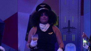 Rízia desfila na pista de dança da Festa Aviação ao som de Beyoncé - Sister desfila na festa