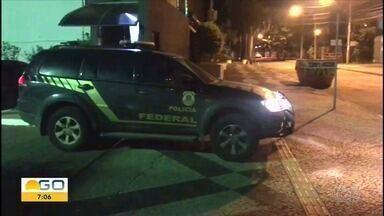 PF realiza 3ª fase da Operação Decantação, que apura fraudes na Saneago, em Goiás - Órgão cumpre três mandados de prisão temporária e 15 de busca e apreensão em Goiânia e Inhumas. Outras fases tiveram como alvo ex-governador José Eliton e ex-gestores da estatal.