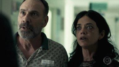 Hussein conta a Elias e Missade que Laila fugiu - Elias e Missade sofrem com a morte de Kháled e garantem não saber o paradeiro da filha